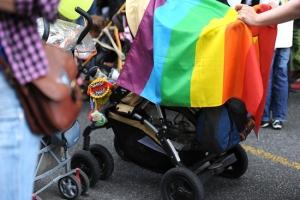 t_800px-Gay_pride_255_-_Marche_des_fiertés_Toulouse_2011